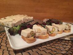 Turrón de camembert con frutos secos Flan, Tapas, Catering, Appetizers, Valencia, Spices, Holiday Desserts, Custard, Finger Foods