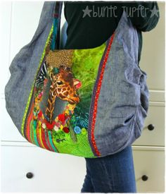 Mit AS zum Rums - Bunte Tupfer - I like this pattern and the idea of using a panel as a smaller block on a bag. Rum, Denim Ideas, Pocket Books, One Bag, Couture, Vintage Fabrics, Refashion, Bag Making, Purses And Bags