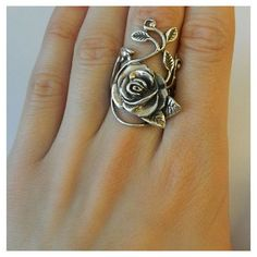Vintage 925 Heavy Sterling Silver Rose and leaf design Stunning ($92) ❤ liked on Polyvore featuring jewelry, rings, vintage rose ring, leaves ring, vintage rings, long sterling silver rings and rose ring
