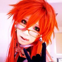 cosplay Grell - Black Butler.  <=====. DONT WATCH THIS ANIME BUT I KNOW THE CHARACTER AND ITS REALLY GOOD!!!!