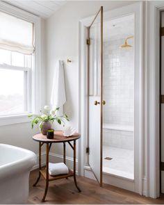 Home Interior Catalogo Minimalist bathroom inspiration.Home Interior Catalogo Minimalist bathroom inspiration Bathroom Interior, Modern Bathroom, Small Bathroom, White Bathroom, Master Bathroom, Serene Bathroom, Bathroom Bin, Minimalist Bathroom, Bathroom Table