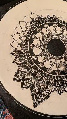 Easy Mandala Drawing, Mandala Art Lesson, Mandala Artwork, Mandala Painting, Dibujos Zentangle Art, Zentangles, Doodle Art Designs, Mandala Tattoo Design, Indian Art Paintings