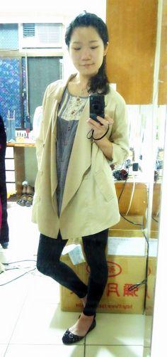 beige lapel trench coat + black leggings + black flats.