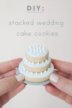 Learn how to make stacked wedding cake cookies - step by step! or mini birthday cake cookies. Great to have I think as alternative for non cake eaters. Diy Wedding Favors, Wedding Desserts, Wedding Ideas, Bridal Shower Desserts, Bridal Showers, Wedding Trends, Wedding Inspiration, Tortas Deli, Wedding Cake Cookies