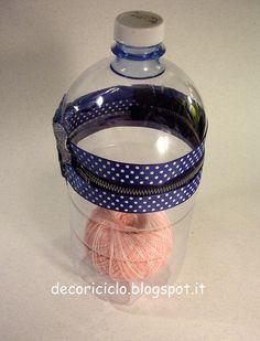 porta-gomitolo fatto con bottiglia di plastica, apribile con cerniera