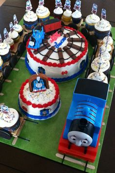 Thomas the Train cupcake train cakes! Thomas Birthday Parties, Thomas The Train Birthday Party, Trains Birthday Party, Train Party, Boy Birthday, Birthday Ideas, Train Cupcakes, First Birthdays, Thomas Cupcakes