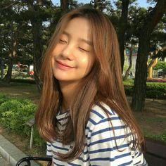 Pin by 仙女 小 on 美容与美发 in 2020 Ulzzang Hair, Ulzzang Korean Girl, Pretty Korean Girls, Cute Korean Girl, Asian Girl, Ideal Girl, Korean Girl Photo, Uzzlang Girl, Cute Girl Face