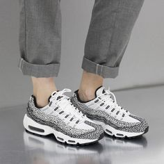 online retailer ed7b4 56d77 ... id dust  Sneakers femme - Nike Air Max 95 by (©nakedcph) ...