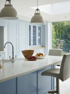 'Blue Kitchen' was the brief for this Yorkshire kitchen from the outset. With hand-painted 'New Classic' furniture in our 'Summer Sky' blue paint, this kitchen is the perfect space for family dining. Best Kitchen Designs, Modern Kitchen Design, Interior Design Kitchen, Kitchen Ideas, Bespoke Kitchens, Luxury Kitchens, Cool Kitchens, Martin Moore Kitchens, Sky Blue Paint