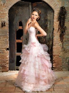 Jordi Dalmau 2014 - http://www.bodas.net/articulos/vestidos-de-novia-en-rosa--c2304