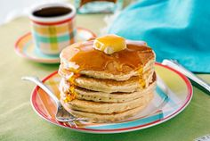 This is a recipe for pancakes made simply with flour, sugar, milk, egg, and other ingredients. Serve these pancakes with butter and maple syrup.
