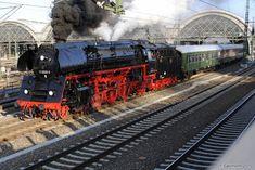 01 0509-8 bei der Ausfahrt aus dem Dresdner Hbf. Dresdner Hobbyeisenbahner - Sonderzüge rund um das 2. Dresdner Dampfloktreffen