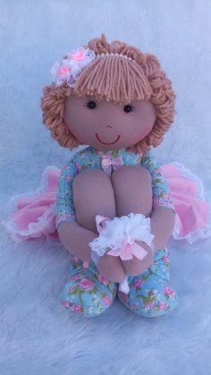 Sabe aquela boneca que encanta desde o primeiro olhar? Assim é a nossa boneca pernuda rosa e azul. Uma linda boneca de pano, pernuda, com braços que ficam soltos ou presos. Confeccionada artesanalmente, podendo portanto ocorrer pequenas variações. Enchimento com fibra de silicone antialérgica. ... Magical Creatures, Cute Dolls, Fabric Dolls, Doll Patterns, Sewing Crafts, Doll Clothes, Unique Gifts, Arts And Crafts, Chiffon