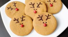How cute are these little Rudolph cookies?