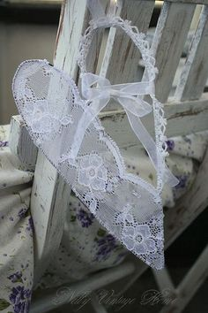 Nelly vintage home~I love these wired, lace hearts~❥: