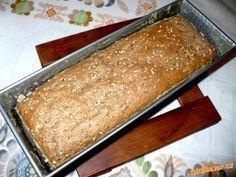 Domácí celozrnný žitný chléb Bread Recipes, Cooking Recipes, Ham, Banana Bread, Paleo, Food And Drink, Yummy Food, Fondant, Baking