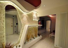 Sfoglia immagini di Ingresso, Corridoio & Scale in stile in stile Moderno e di colore in bianco : . Lasciati ispirare dalle nostre immagini per trovare l'idea perfetta per la tua casa.