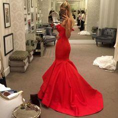 Meninas, para quem pediu foto das costas do vestido... Nao tirei nenhuma boa no casamento, mas tenho essa que tirei na minha última prova no Atelier do @sandro_barros