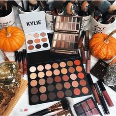 fall makeup looks. Fall Makeup, Love Makeup, Makeup Inspo, Makeup Inspiration, Beauty Makeup, Makeup Stuff, Makeup Tips, Skin Makeup, Makeup Brushes