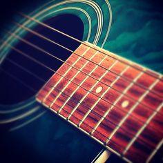 La compañera de toda la vida, la que nunca abandona, siempre esta ahí para lo que sea... La guitarra... ;)