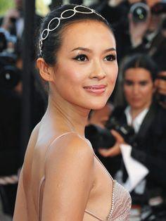 Ziyi Zhang has beautiful skin! Easy Winged Eyeliner, Simple Eyeliner, Winged Liner, Beauty Trends, Beauty Hacks, Beauty Dupes, Drugstore Makeup, Classic Makeup Looks, Zhang Ziyi