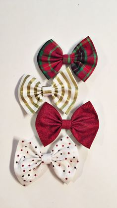 Christmas Bow Set by turbansfortots on Etsy Fabric Hair Bows, Handmade Baby Clothes, Christmas Bows, Turbans, How To Make Bows, Baby Accessories, Fabric Material, Baby Headbands, Girl Hairstyles