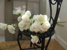 Domek pod kloszem: Białe róże / White roses