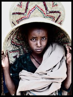 Market seller from the Highlands with a giant basket on her head, made to put the food and the injera stuff. Bad image quality cos blurred and done with an old camera... Ethiopia  © Eric Lafforgue  www.ericlafforgue.com
