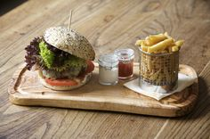 mini slider, fries and relish / The Pilot, Pub dining, London