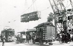 Na de bevrijding werd een deel van het materieel van de RET teruggevonden in Duitsland. De eerste wagens werden in juli 1945 per schip teruggevoerd naar Rotterdam. Nabij het Willemsplein worden de wagens weer op de rails gezet