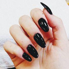 acacia-brinley-clark-nails-black-oval