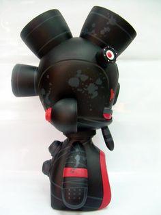"MG3 Japan Ninja Mini-Gods Speakers 2008, Artist:  Victor ""Marka27"" Quiñonez (Side view)"