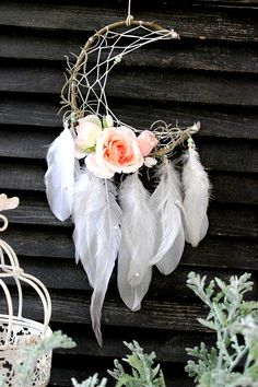 Feather and Rose Dream Catcher – Bohemian Baby Shower Ideas – Photos Feder und Rose Dream Catcher – böhmische Baby-Dusche-Ideen – Fotos Boho Baby Shower, Bohemian Baby, Bohemian Crafts, Bohemian Decor, Bohemian Bathroom, Kids Crafts, Diy And Crafts, Arts And Crafts, Bible Crafts