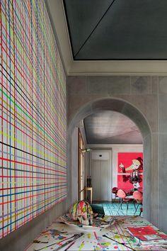 Arte e design definem lar da galerista Nina Yashar, dona da Nilufar, em Milão.