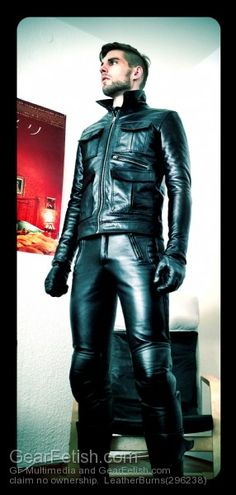 This guys got the #UrbanLeather look down to fine detail. Padded biker pants, sports jacket and gloves. He's gonna turn heads at the leather bar later!