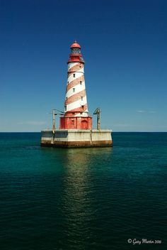 The White Shoal lighthouse was the last that the USLHE was responsible for building. When completed, it was undoubtedly the most elegant lighthouse the USLHE ever built. It stands atop a dangerously shallow shoal (the light area in the water surrounding the lighthouse)