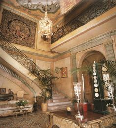 Royal Splendor: Take a Look at Villa Windsor in Paris: 7 Things You Need to Know Windsor, Beautiful Buildings, Beautiful Homes, Wallis Simpson, Paris Home, Grand Homes, Great Hotel, Grand Staircase, Grand Entrance