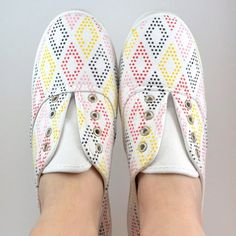 Easy to make and totally unique, these dotted sneakers are a must!
