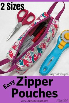 Use a contrasting zipper color on these easy Zipper Handle Pouches for impact! Use squares and a zipper to make a collection of these easy zipper pouches. Part of the zipper is used for handles on each end. Zipper pouches will keep you organized at hom Small Zipper Pouch, Zipper Bags, Sewing Crafts, Sewing Projects, Sewing Toys, Lazy Girl Designs, Pdf Sewing Patterns, Bag Patterns, Sewing For Beginners