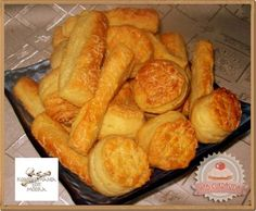 Csorvási pogácsa Snack Recipes, Snacks, Croissant, Winter Food, Hot Dog Buns, Scones, Bakery, Muffin, Sweets