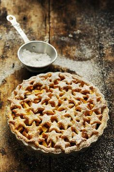 Such effective simple, rustic styling - Christmas Apple Pie