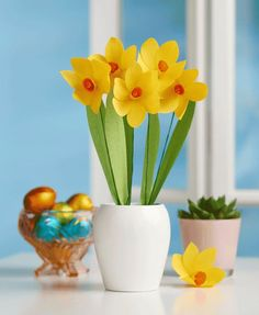 Make your own pretty paper daffodils step-by-step with Papercraft Inspirations magazine.