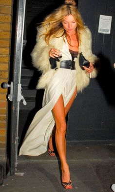 Kate Moss Shows Some Leg In Halston On Her 33rd Birthday, 2007
