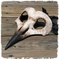 Crow Skull Mask por Masqueradesnbonesaws en Etsy, $90.00
