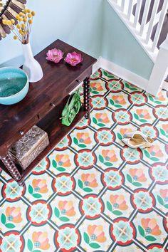 Take Another Look: Vinyl & Linoleum Tiles Can Actually Look Good (Really!) - Take Another Look: Vinyl & Linoleum Tiles Can Actually Look Good (Really! Hardwood Tile, Linoleum Flooring, Vinyl Flooring, Vinyl Tiles, Wood Tiles, Peel And Stick Floor, Peel And Stick Vinyl, Small Space Kitchen, Small Spaces