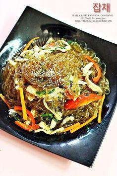 잡채 황금레시피 생생정보통 * 잡채맛있게만드는법 : 네이버 블로그 Cooking Recipes For Dinner, Easy Cooking, K Food, Food Menu, Korean Dishes, Korean Food, Bulgogi Recipe, Asian Recipes, Ethnic Recipes