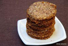 Zdrowo zakręcona: Trzyskładnikowe wegańskie ciasteczka orzechowo-kokosowe. Słodzone daktylami. Pycha!