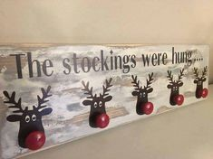 Clever stocking holder idea out of basic wall hanging coat rack with reindeer for Christmas Winter Ideas, Christmas Crafts, Handmade Christmas Crafts, Xmas Crafts, Christmas Tree Crafts