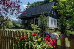 Fotogalerie: Dům je navržený a postavený jako klasická chalupa.