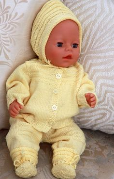 knit doll clothes to your doll - a lovely dress for Easter Knitting Dolls Clothes, Crochet Baby Clothes, Knitted Dolls, Doll Clothes Patterns, Doll Patterns, Baby Born Clothes, Girl Doll Clothes, Pet Clothes, Knitting For Kids